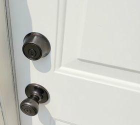Paint your door knob for an easy update & 10 Easy Ways to Fix Your Old Door in Under an Hour | Hometalk pezcame.com