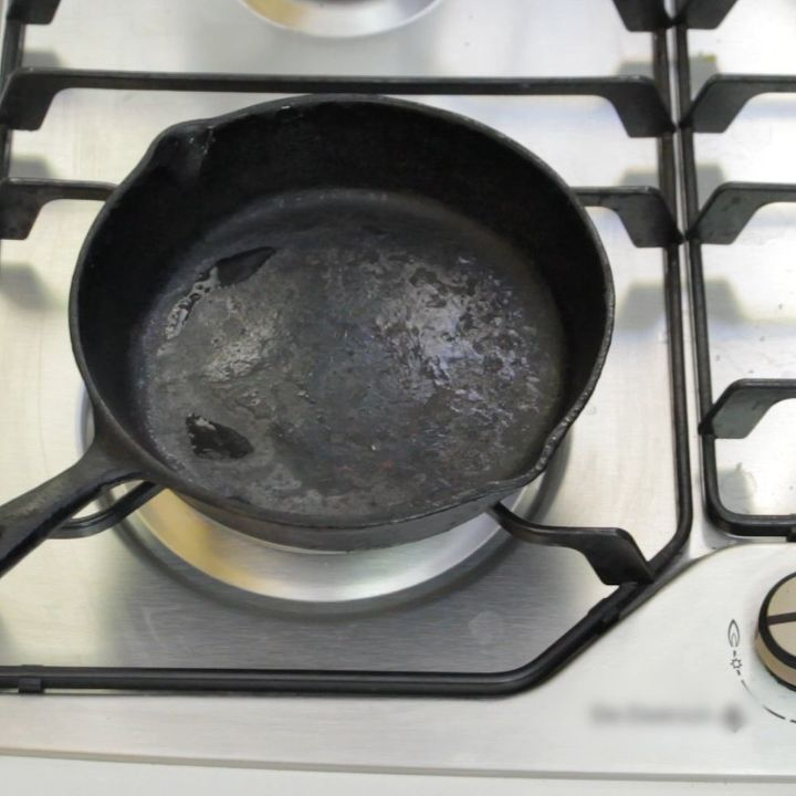 how to clean and reseason a rusty cast iron pan