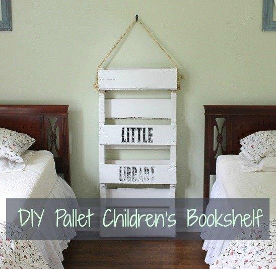 Diy pallet bookshelf for kids hometalk for Diy kids bookshelf ideas