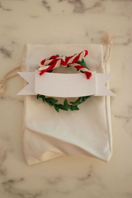 easy christmas place settings with instruction video , crafts, how to, painted furniture, reupholster, wreaths