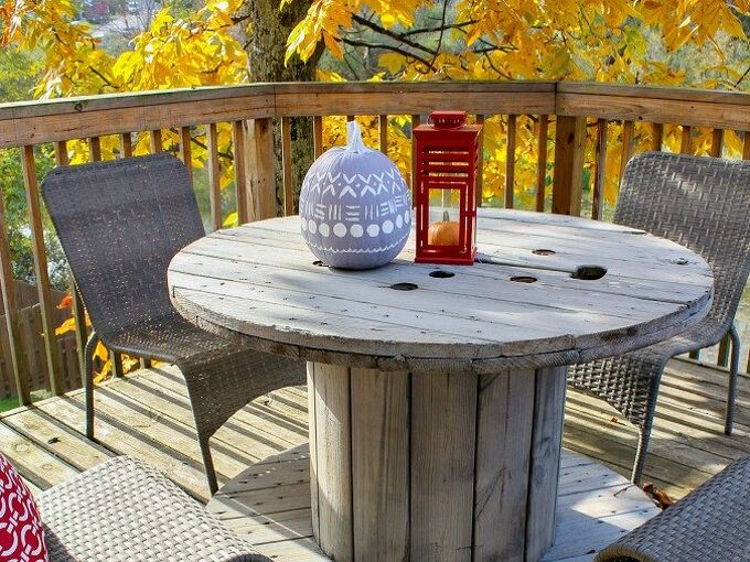 wooden spool table makeover, painted furniture