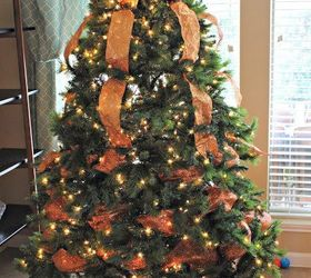 Christmas Tree With Mesh.How To Decorate A Christmas Tree With Deco Mesh Bow Topper