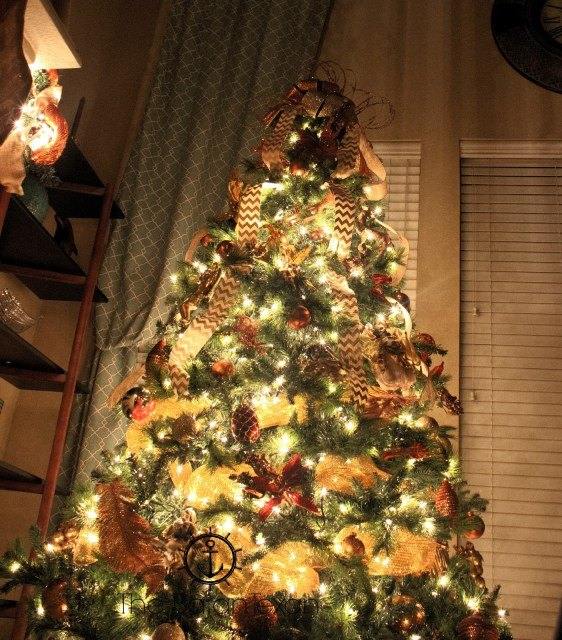How to Decorate a Christmas Tree With Deco Mesh + Bow Topper ...