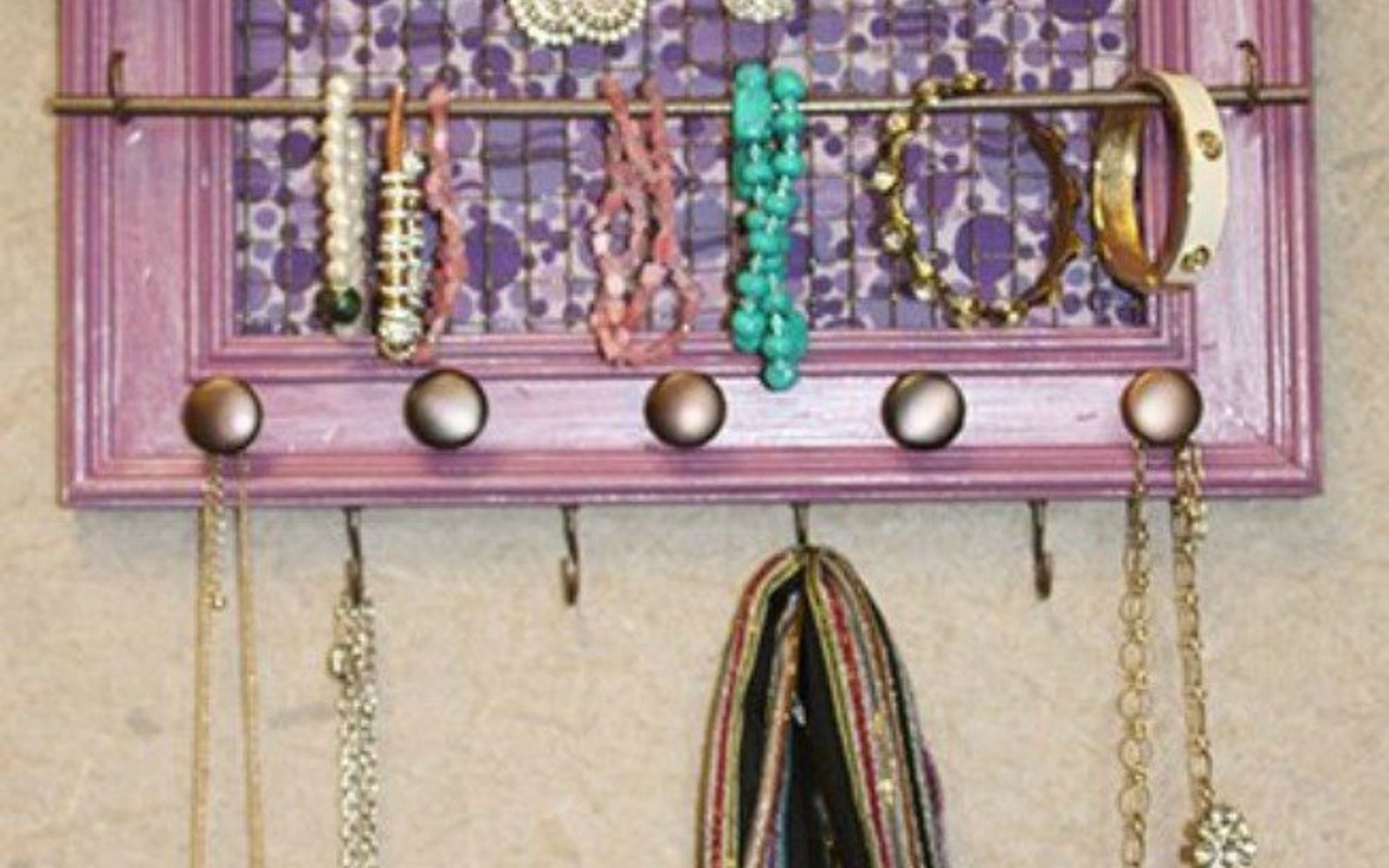 s 21 jewelry organizing ideas that are better than a jewelry box, organizing, This painted frame with chicken wire