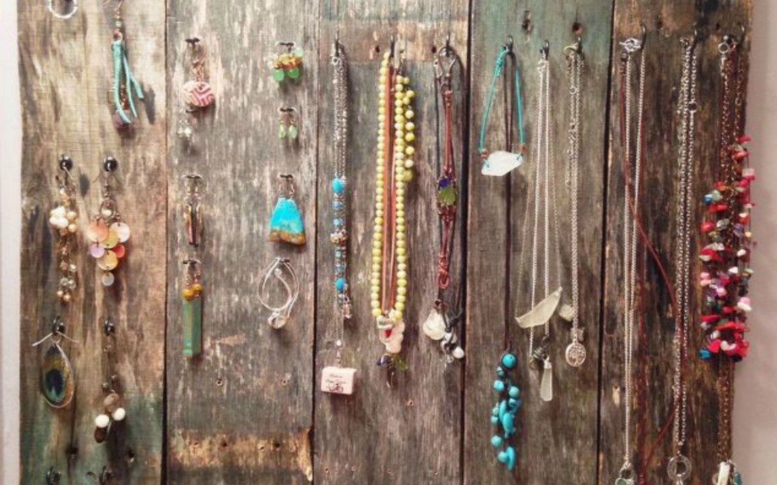 s 21 jewelry organizing ideas that are better than a jewelry box, organizing, This rustic pallet board with metal hooks