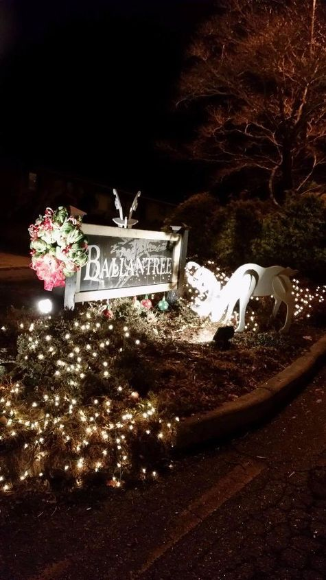 q decorate a front entrance , christmas decorations