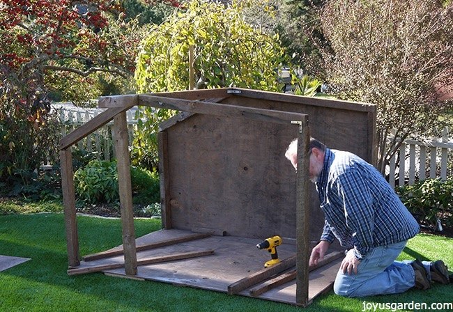 how to create a beautiful outdoor nativity scene, how to