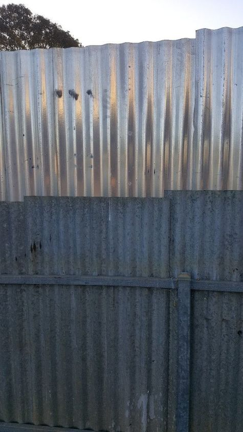 q backyard side fence very ugly, fences, Up close look