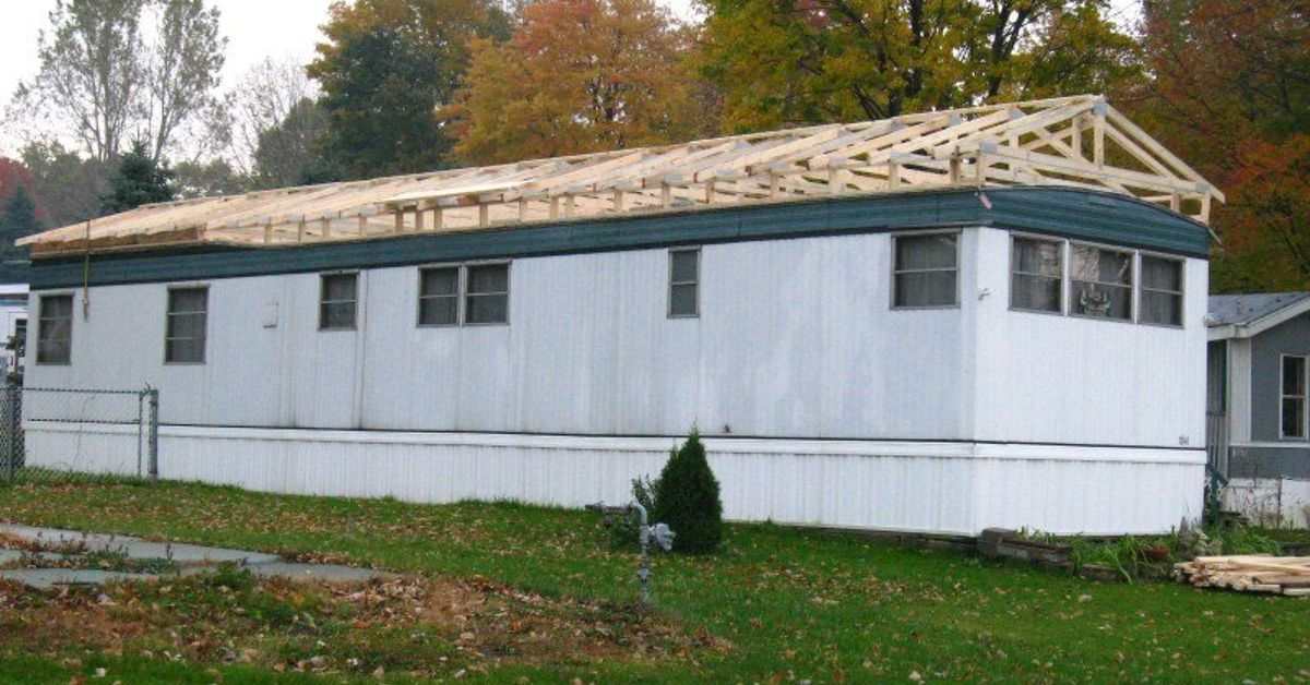 Re Roofing an Old Mobile Home is Not a Good Idea