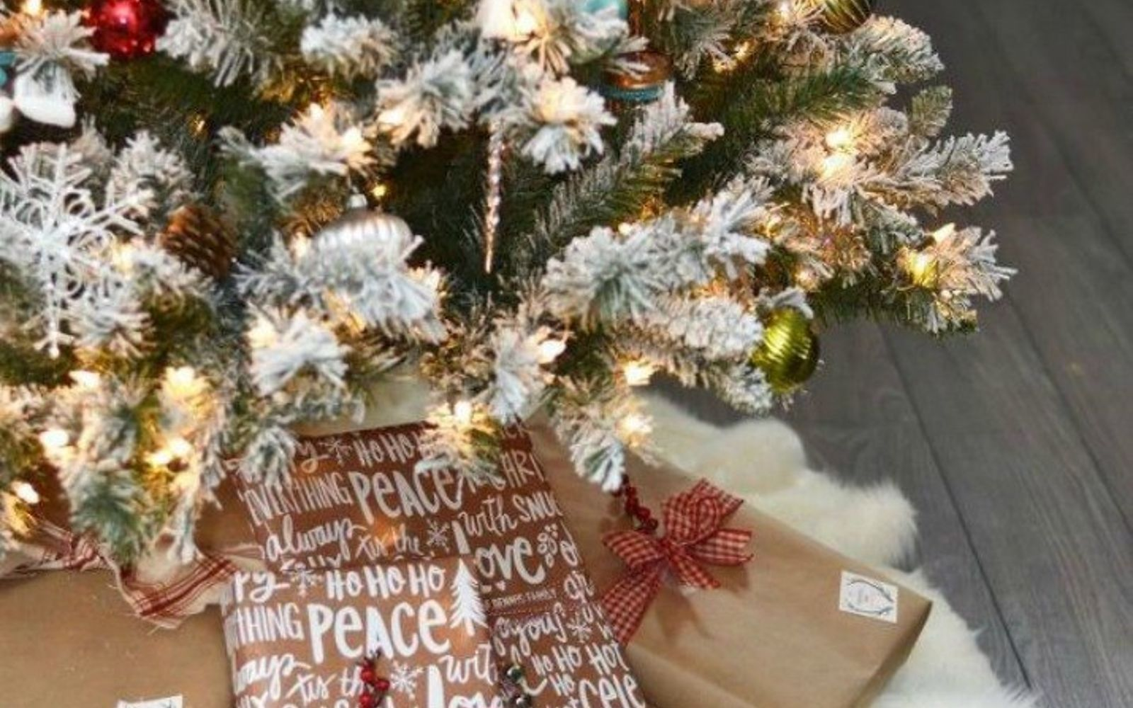 s don t stop at ornaments these tree decorating ideas are even better, christmas decorations, seasonal holiday decor, Lay on this no sew fur tree skirt