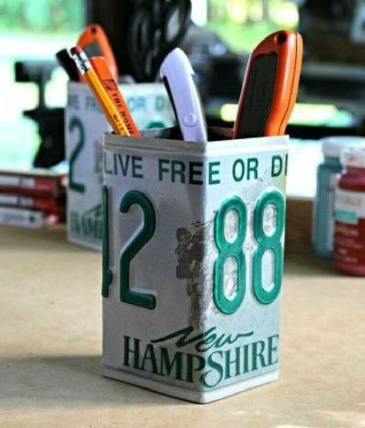 s 13 desk ideas that will make you smile at work, painted furniture, This license plate pencil cup