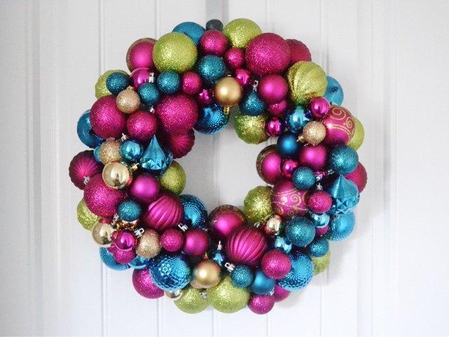 diy ornament wreath, christmas decorations, crafts, seasonal holiday decor, wreaths