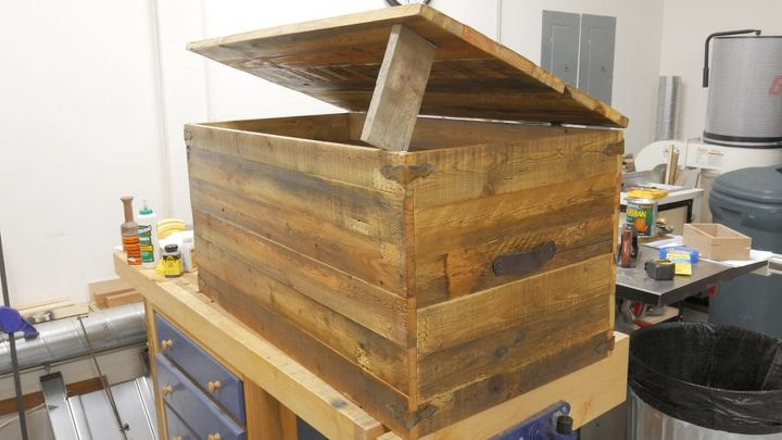 rustic pallet wood trunk, pallet