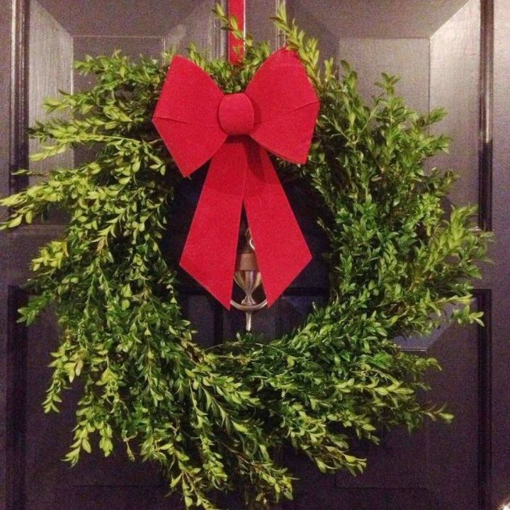 s don t hang your wreath before you see these 12 updates, crafts, wreaths, Tie on a perfect red bow