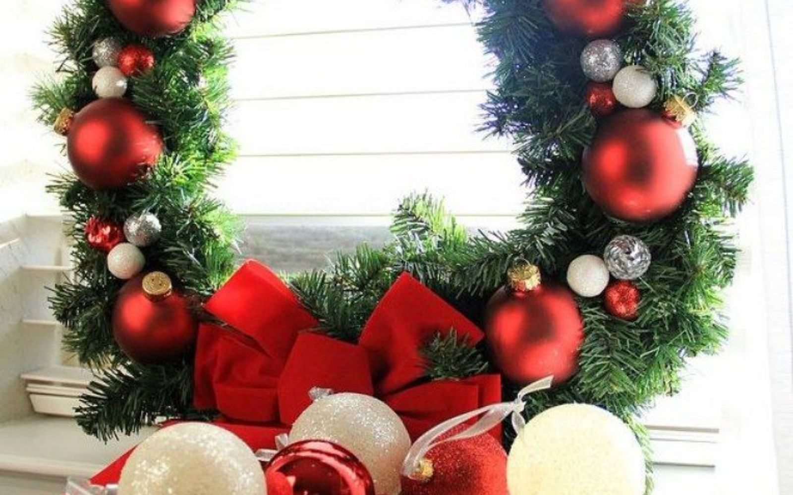 christmas wreath ideas don t hang your wreath before you see these 12 updates 29494