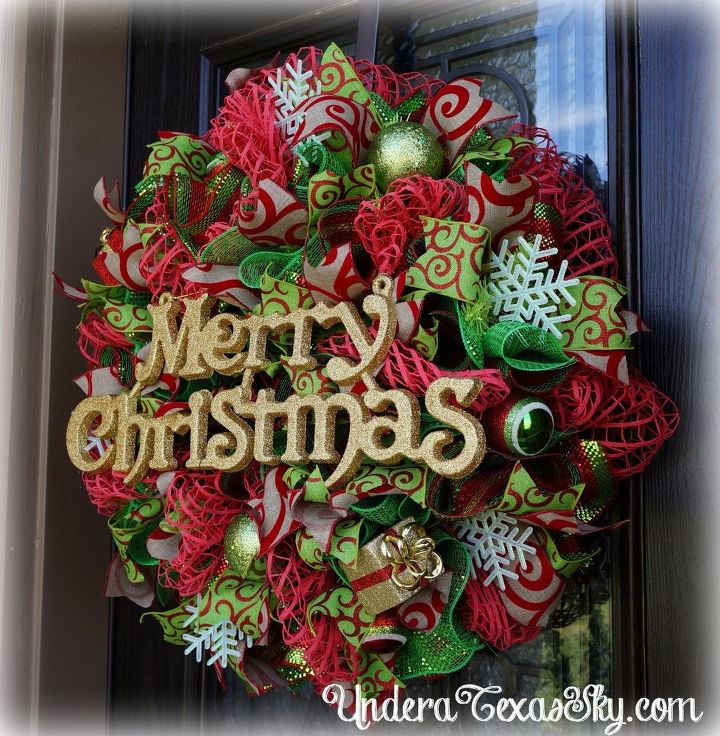 deco mesh christmas wreath using window pane mesh, crafts, wreaths