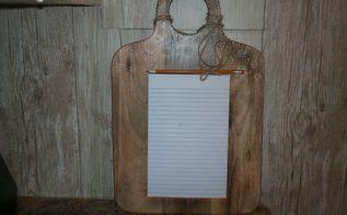 cutting board turned memo chalkboard, chalkboard paint, crafts