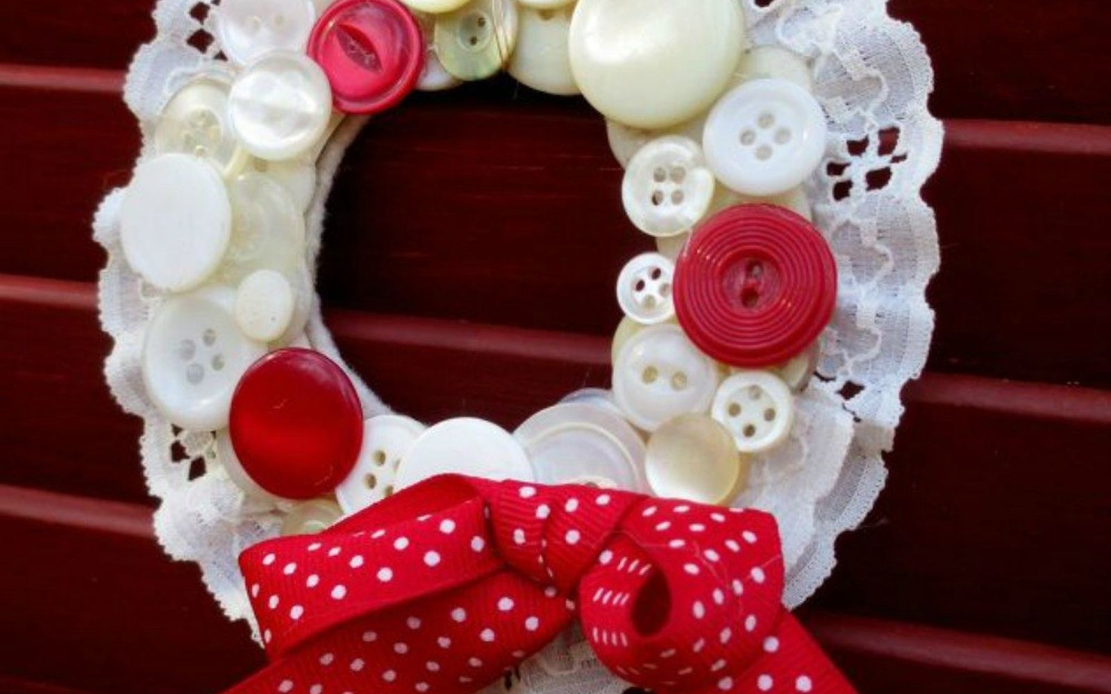 s 15 quick and easy gift ideas using buttons, Turn them into small tree ornaments