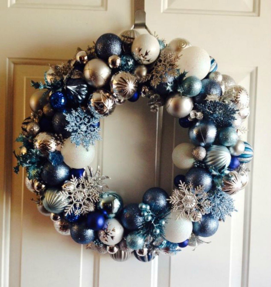 Christmas Decorations At Home: Raise Your Home's Curb Appeal With These 15 Ornament Wreaths