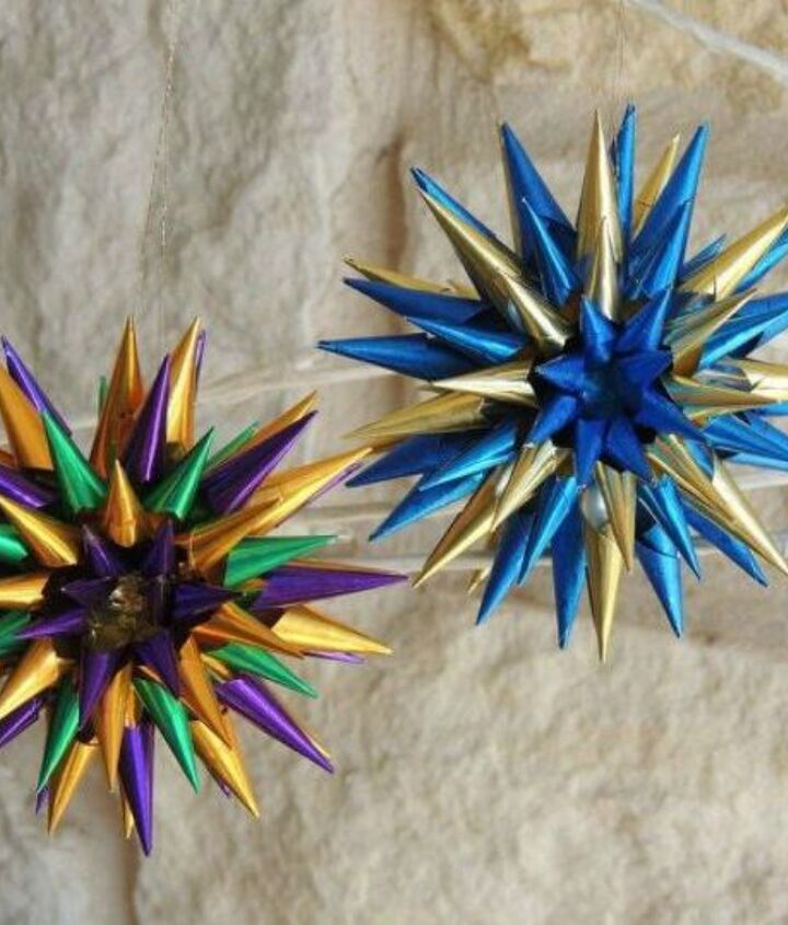 s fold tin foil for these breathtaking christmas decor ideas, christmas decorations, home decor, These colorful spiky stars