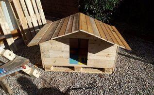reclaimed pallet wood dog house, pallet