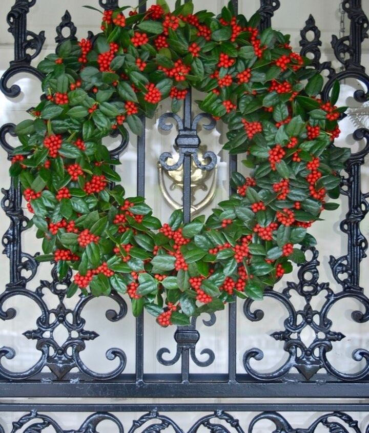 fresh holly wreath diy, crafts, wreaths