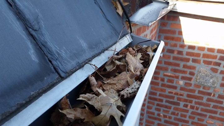 Diy tip top gutter cleaning 101 hometalk diy tip top gutter cleaning 101 cleaning tips roofing get your tools ready solutioingenieria Image collections