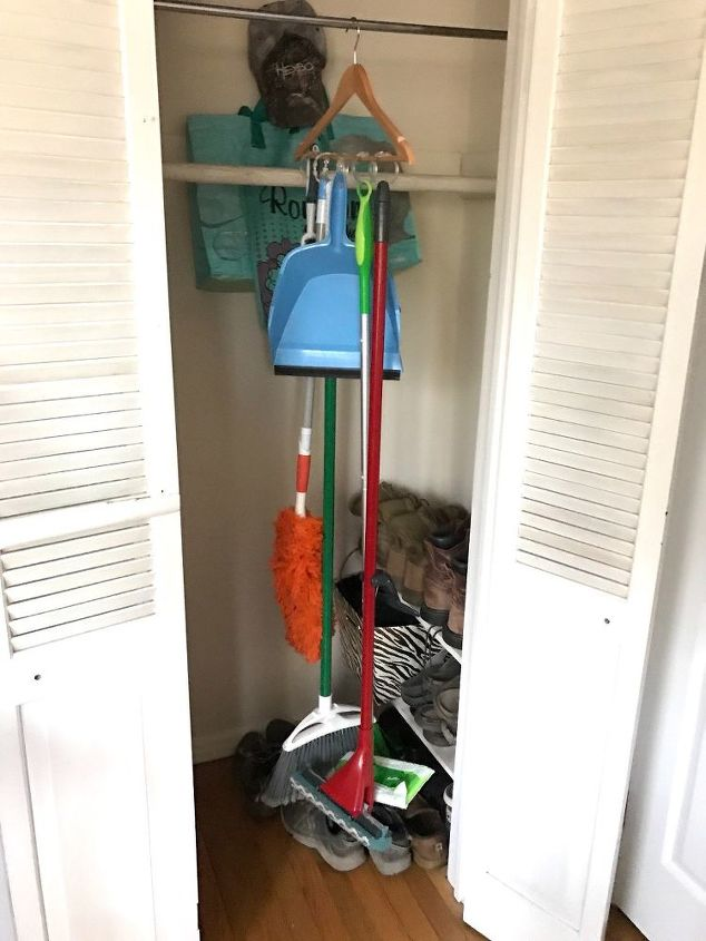 hanging cleaning tool hack, cleaning tips, tools