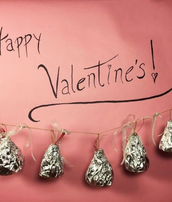 recycled valentine s day giant kisses, seasonal holiday decor, valentines day ideas