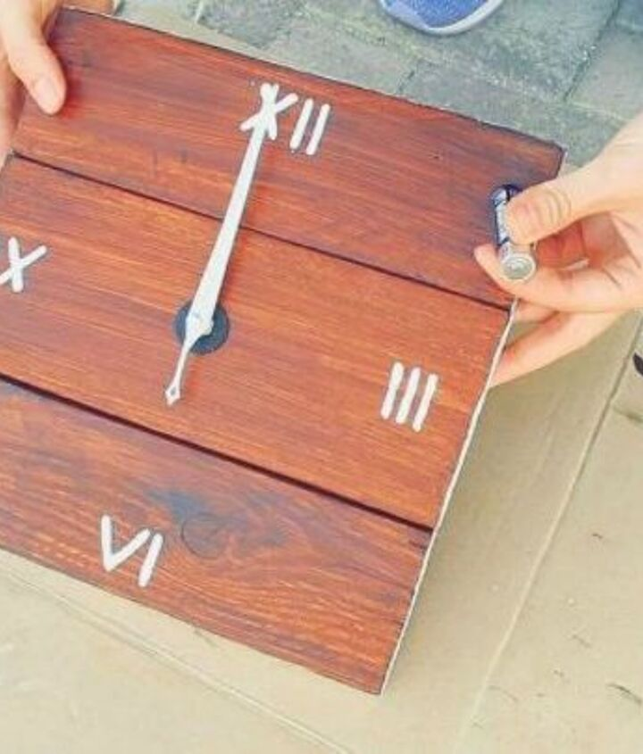 s shut thefront door these pallet furniture ideas are breathtaking, doors, painted furniture, pallet, This adorable pallet wall clock