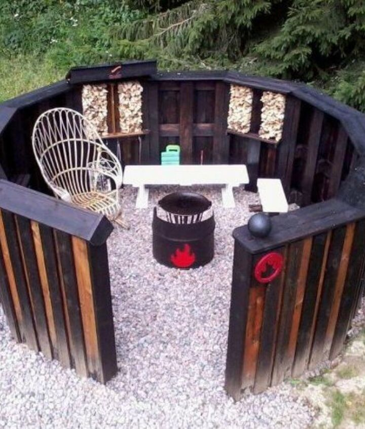 s shut thefront door these pallet furniture ideas are breathtaking, doors, painted furniture, pallet, This intense pallet fire pit station