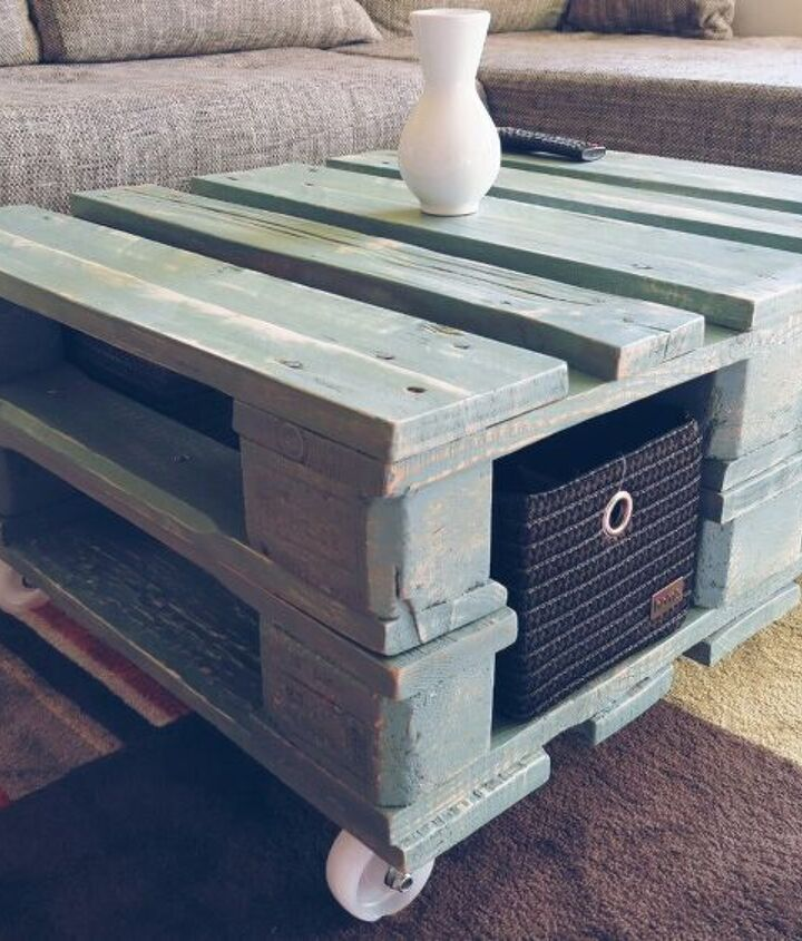 vintage style coffee table from pallet video, painted furniture, pallet