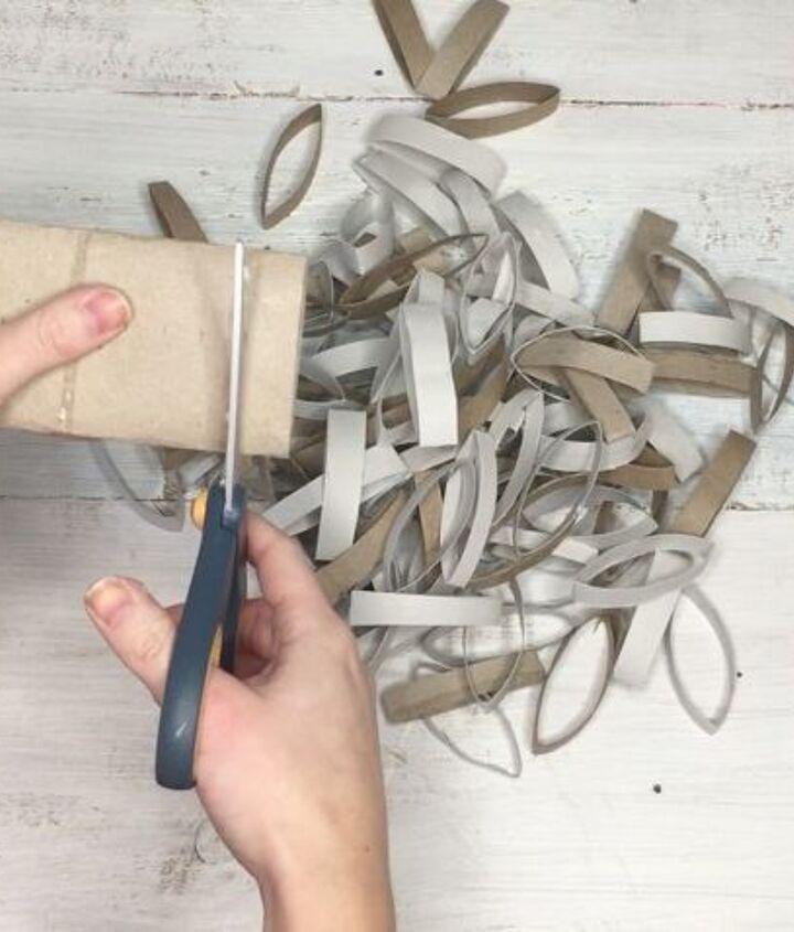 toilet paper roll wreath, bathroom ideas, crafts, wreaths