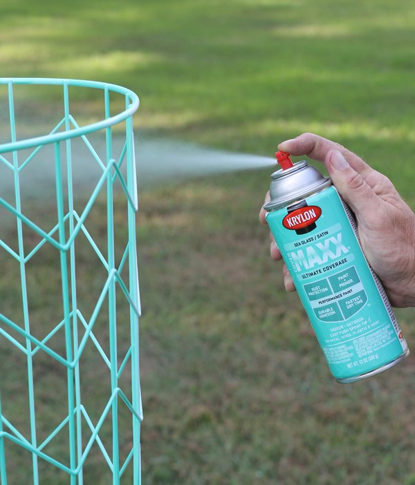 MAKE THIS: WIRE BASKET SIDE TABLE | Hometalk