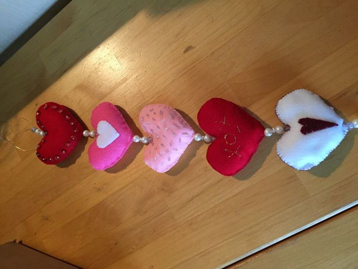 e hand made heart chains and valentine s cards, repurposing upcycling, seasonal holiday decor, valentines day ideas