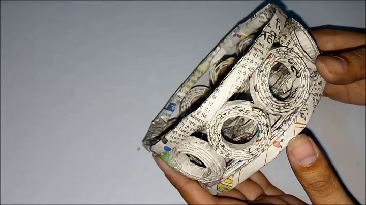 How to make bucket from recycled newspaper i best out of for Paper best out of waste