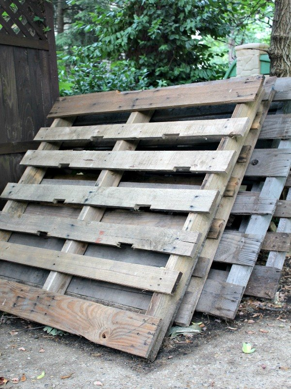 upcycled wood pallet walkway, concrete masonry, pallet