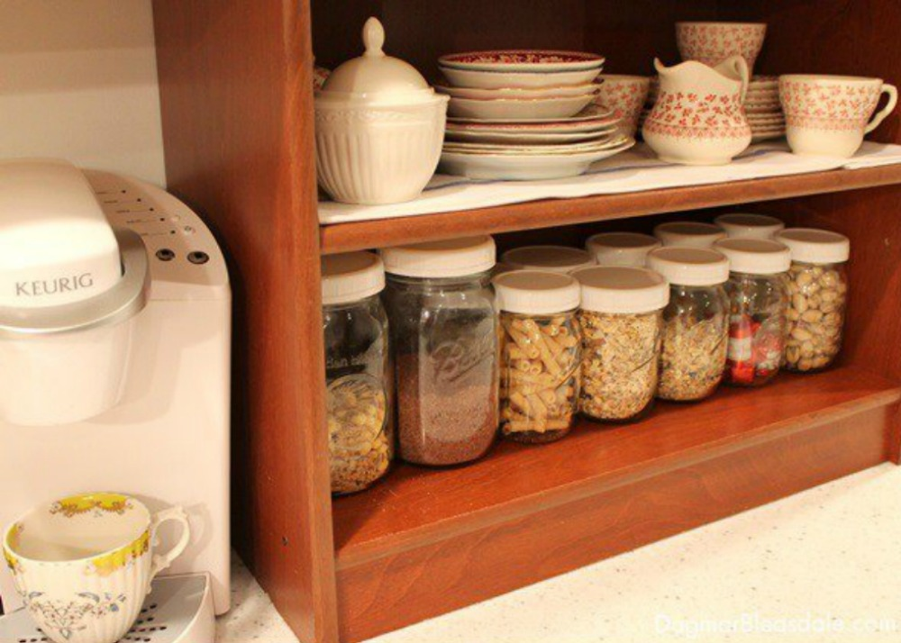 Get rid of kitchen countertop clutter with 13 mason jar for Kitchen jar ideas