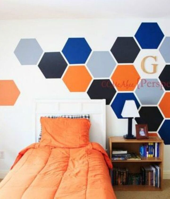 s 12 bedroom wall ideas you re so going to fall for, bedroom ideas, Trace a hexagon tray into a honeycomb accent