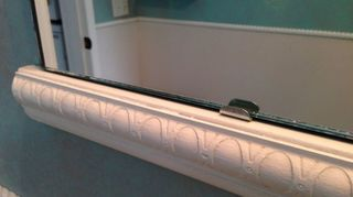 , Closeup of the rail and bottom clips