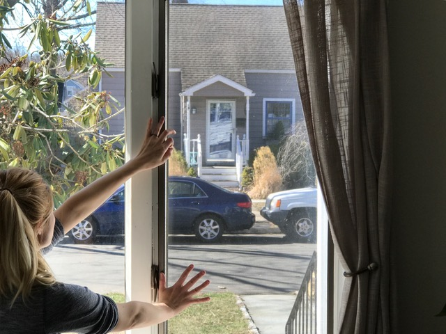 quick clean your window screens