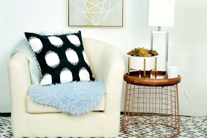 how to turn a tray and wire basket into a chic side table