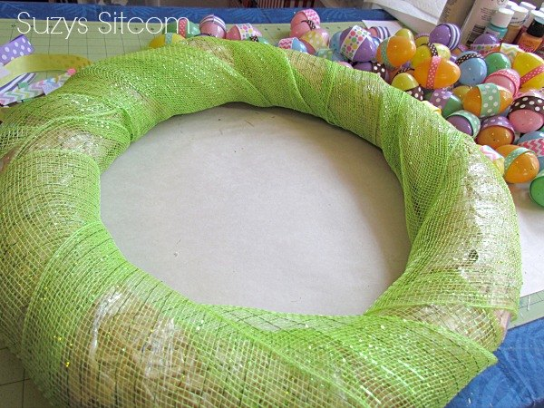 easter ribbon wreath, crafts, easter decorations, seasonal holiday decor, wreaths