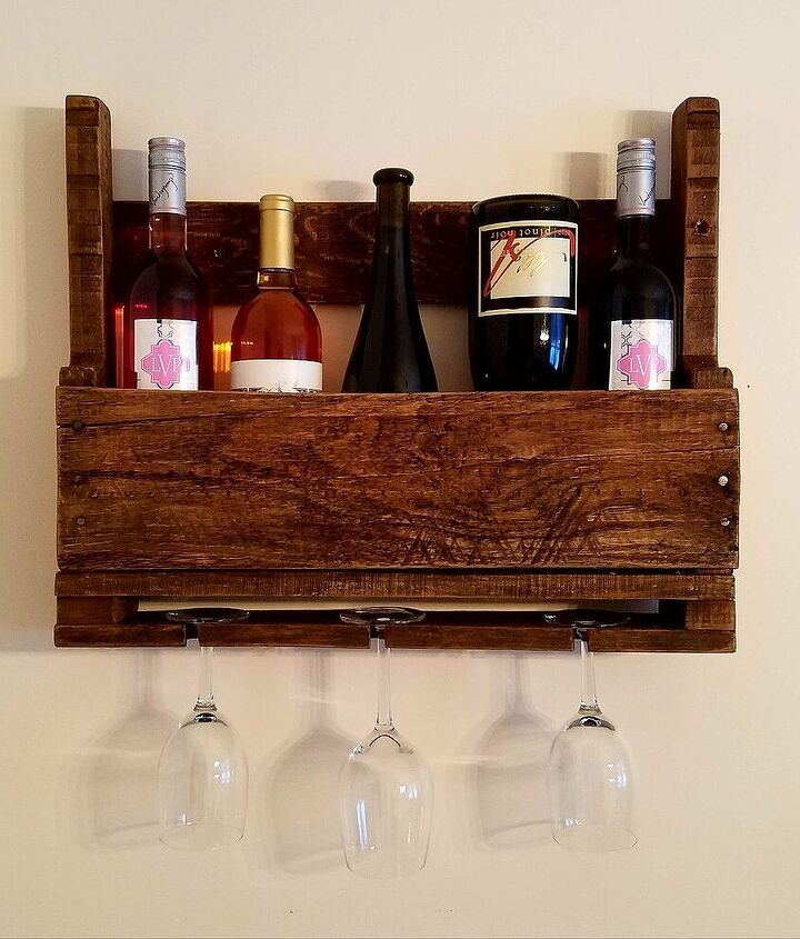 My little pallet wood wine rack