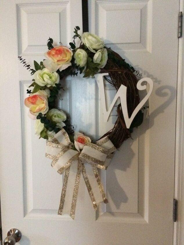 e alphabet wreath