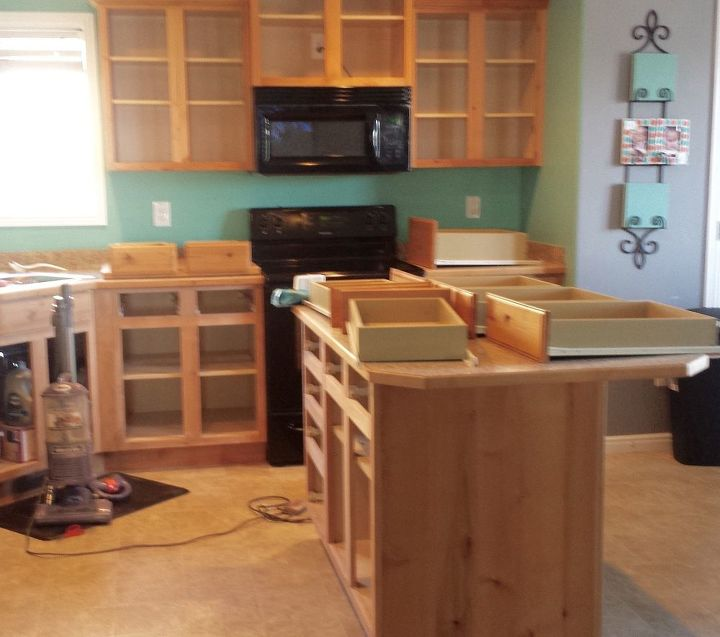 How to Paint Kitchen Cabinets White (BEST Paint for the ...