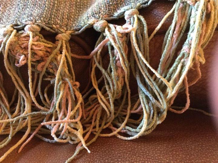 q tangled fringe on throw