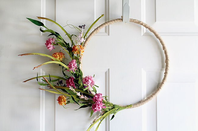 simple spring wreath on a burlap wrapped embroidery hoop