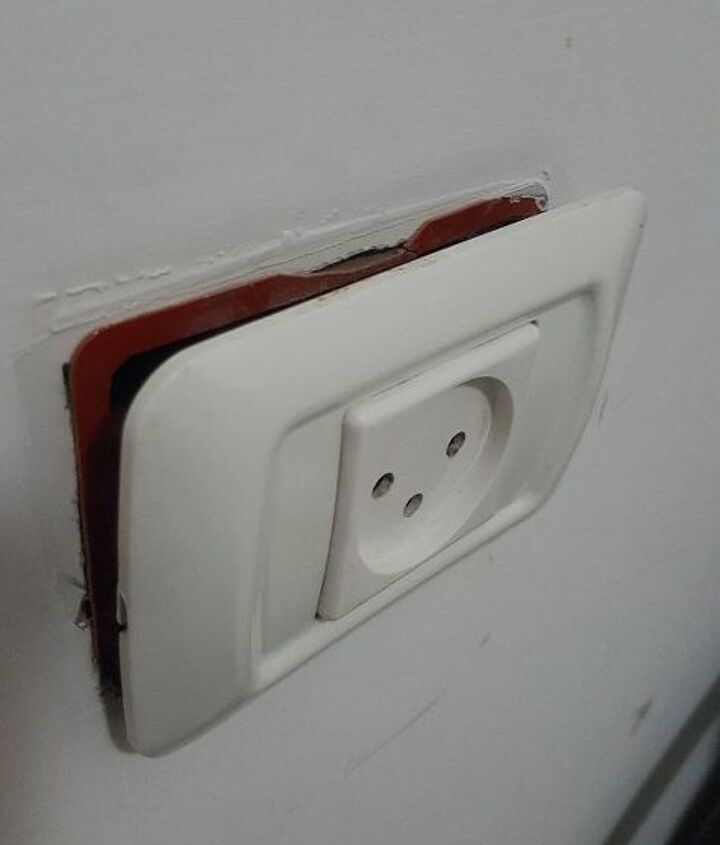 q how to fix a loose electrical plug