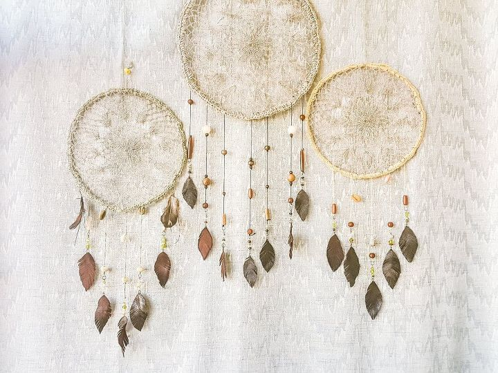 diy dream catcher using crochet doily and wire